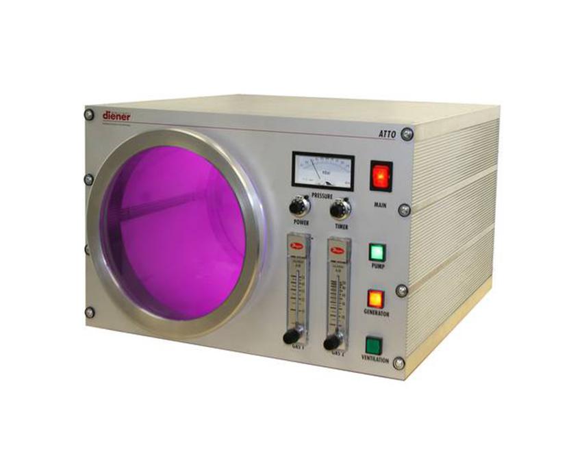 Reactor de plasma con dos canales de gas de proceso y control manual
